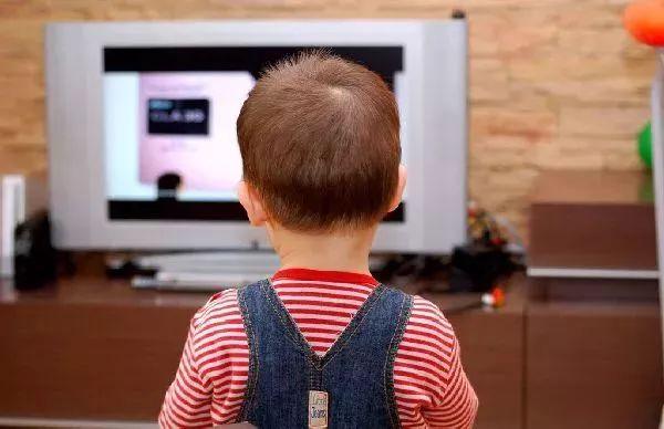 少看电视的孩子VS经常看电视的孩子,区别竟然这么大!