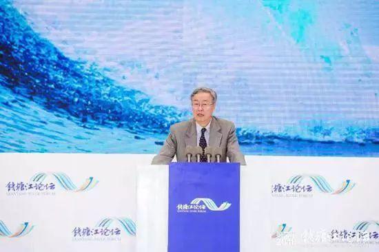 周小川:中国面临着人民币国际化提前到来的机遇