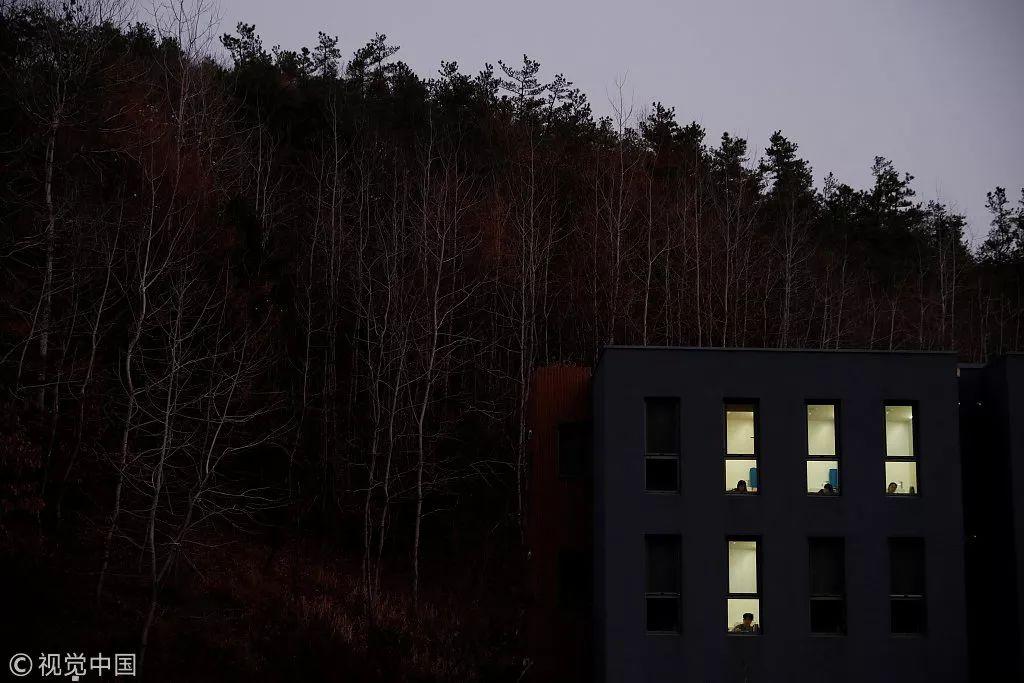 为了逃离工作压力,韩国人把自己关进了监狱,却称这里是天堂